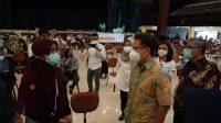 Kemenkes Sabet Penghargaan Rekor Muri Vaksinasi Massal 3.000 Tenaga Kesehatan