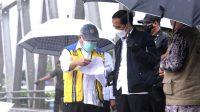 Keterangan Pers Presiden RI setelah Peninjauan Lokasi Terdampak Banjir di Provinsi Kalimantan Selatan, 18 Januari 2021, di Jembatan Mataraman, Kabupaten Banjar, Provinsi Kalimantan Selatan