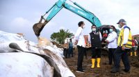 Presiden Jokowi Tinjau Perbaikan Tanggul Sungai Citarum