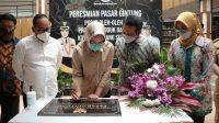 Walikota Tangerang Selatan (Tangsel) Airin Rachmi Diany meresmikan Pasar Gintung, di Kecamatan Ciputat Timur, Kota Tangsel, Senin (29/3/2021).