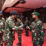 Panglima TNI Marsekal Hadi Tjahjanto menerima laporan kenaikan pangkat 34 perwira tinggi TNI, Selasa, (27/4/2021).