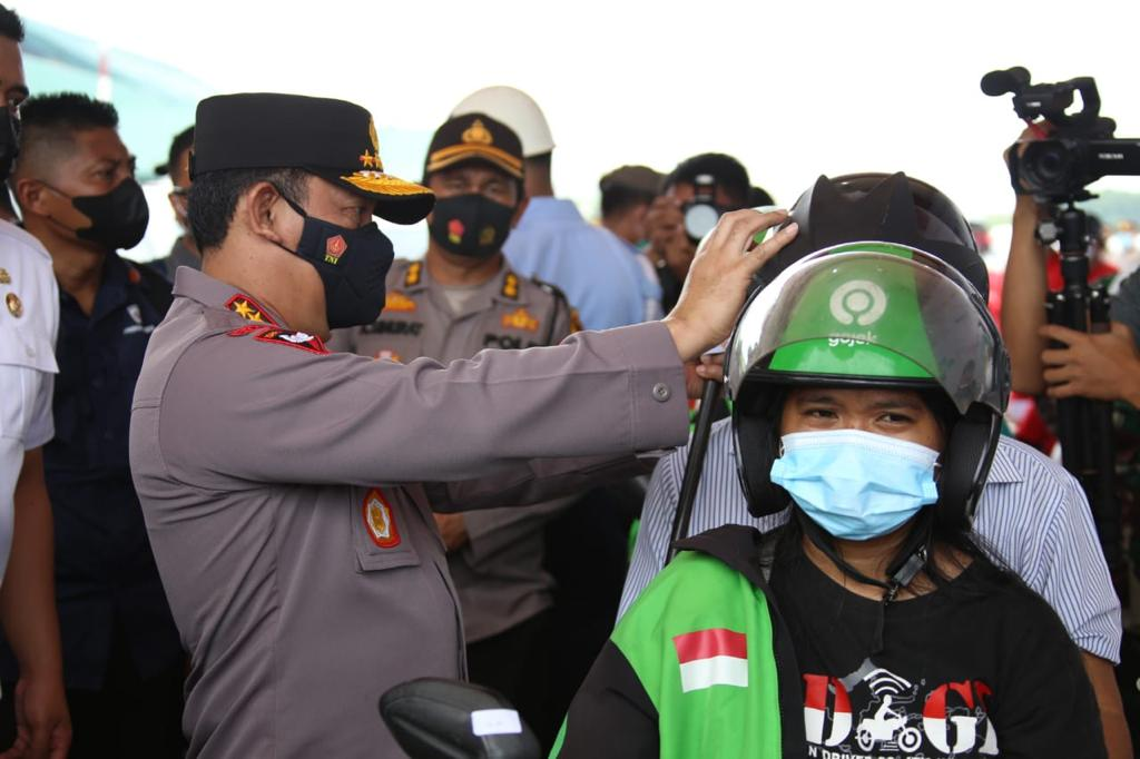 Kunjungi Natuna, Panglima TNI dan Kapolri Tinjau Pelaksanaan Vaksinasi