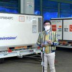 Menteri Komunikasi dan Informatika (Menkominfo) Johnny G. Plate menerima kedarangan Vaksin Covid di Bandar Udara Internasional Soekarno-Hatta, Tangerang, Banten.