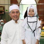 Wakil Gubernur Sumatera Utara Musa Rajekshah bersama Hafizah Cilik Bahirani Effendi.