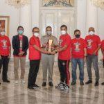 Serahkan Tropi Piala Menpora, Netizen: Dulu Macan Ompong, Ditangan Anies Makin TOP