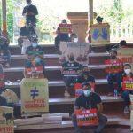 Massa Demo di Bali Protes Surat PHK Dikirim Lewat Pos