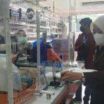 Petugas Kejari Tangsel sidak harga obat di Apotek.(Foto: Dok Kejari Tangsel)