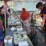 Gowes di Semarang, Ganjar Borong Dagangan PKL untuk Dibagikan ke Warga