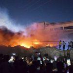 Kebakaran terjadi di rumah sakit Al-Hussein, kota Nasiriya, Irak selatan pada Senin 12 Juli 2021. (Foto: AFP)