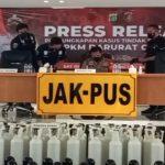 Konferensi pers terkait Pengamanan tersangka penjual tabung oksigen dan regulator dengan harga di luar ketentuan oleh Polres Metro Jakarta Pusat
