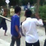Tangkapan layar video viral pasien Covid-19 di Toba diikat dan dipukuli warga, keluarga sebut tidak manusiawi.