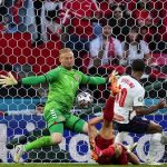 Didenda Gegara Fans Laser Schmeichel, Masih Pantaskah Inggris Disebut Anak Emas UEFA?