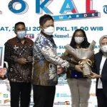 Inovasi Sektor Pendidikan di Okut, Bupati Lanosin Dianugerahi Penghargaan