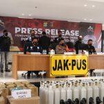Konferensi pers kasus dugaan penjualan tabung oksigen dan regulator di atas harga normal, di Mapolres Metro Jakarta Pusat, Kamis (15/7). Foto: Dokumentasi Polda Metro Jaya